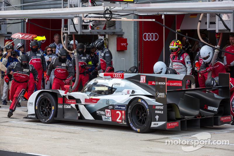 Son sürüş şansı; #2 Audi Sport Joest Takımı Audi R18 E-Tron Quattro: Marcel Fässler, Andre Lotterer, Benoit Tréluyer