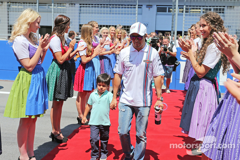 Felipe Massa, Williams with his son Felipinho Massa, on the drivers parade