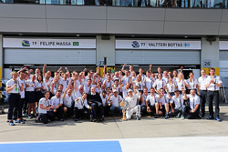 3. Valtteri Bottas, Williams, feiert mit dem Team