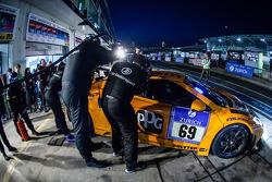 进站:#69 Dörr Motorsport,迈凯伦 MP4-12C: Arno Klasen, Rudi Adams, Alvaro Parente, Sebastian Asch