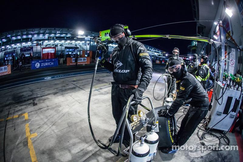 Walkenhorst Motorsport membrosda equipe preparados para pit stop
