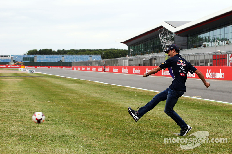 Daniel Ricciardo, Red Bull Racing takes a penalty kick