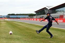 Daniel Ricciardo, Red Bull Racing chuta pênalti