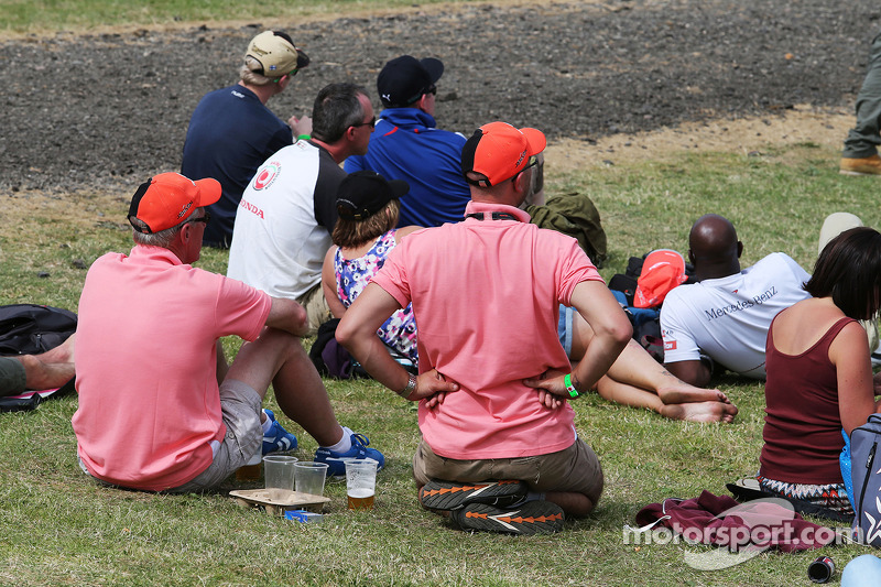 Fans wearing Pink for Papa, honouring the late John Button, McLaren