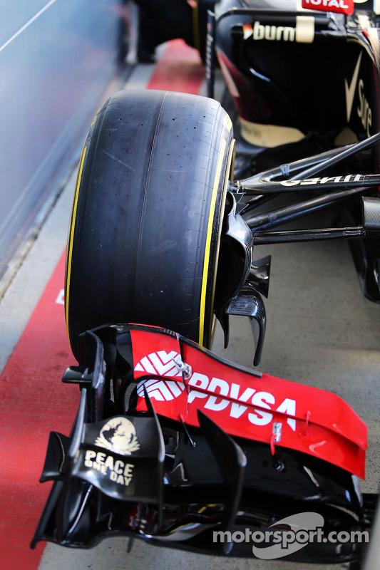 Lotus F1 E22 correndo com novo pneu de 18 polegadas da Pirelli