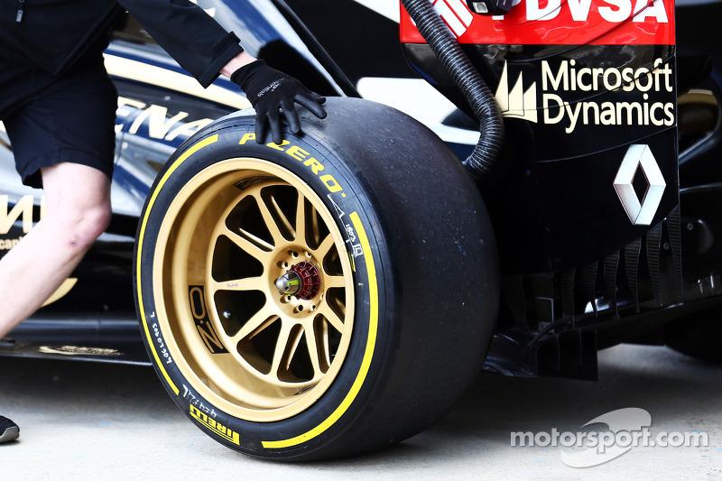 Charles Pic, Lotus F1 E22 Üçüncü Pilotu pitten ayrılıyor ve yeni 18 inçlik lastikleri test etmeye ko