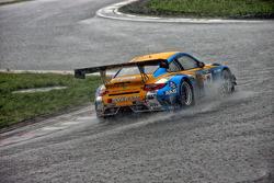 #11 Singha Porsche 997 GT3-R: Piti Bhirombhakdi, Vutthikorn Inthrapuvasak