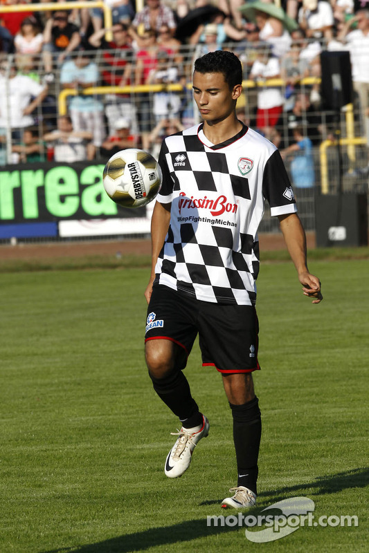 Pascal Wehrlein, Mercedes AMG DTM-Team HWA, em partida beneficente de futebol