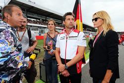 (Soldan Sağa): Kai Ebel, RTL TV Sunucusu ve Patrick Dempsey, Aktör ve eşi Jill Fink