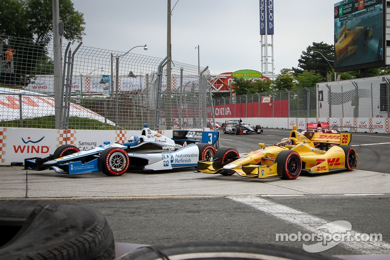 Helio Castroneves, Penske Racing Chevrolet ve Ryan Hunter-Reay, Andretti Autosport Honda