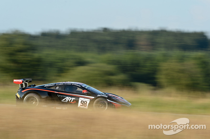 #98 ART Grand Prix McLaren MP4-12C: Gregoire Demoustier, Nicolas Lapierre, Alvaro Parente