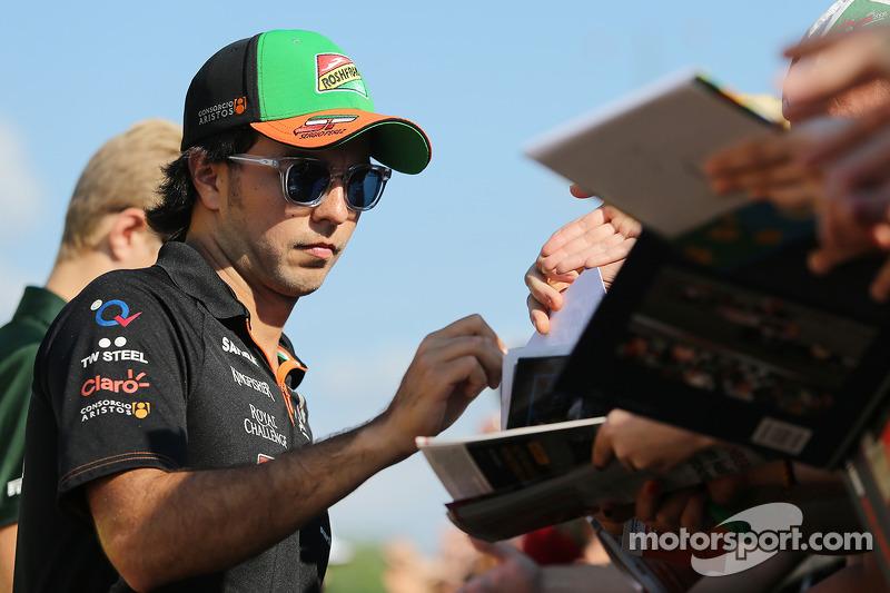 Sergio Perez, Sahara Force India F1, firma autografi ai fan
