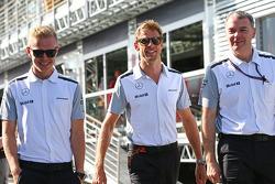 Kevin Magnussen, McLaren con Jenson Button, McLaren y Dave Redding, McLaren Director deportivo