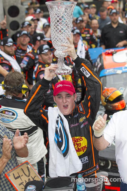 Vencedor da corrida Ty Dillon