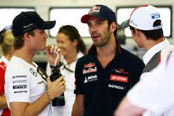 Fahrerparade: Nico Rosberg, Mercedes AMG F1; Jean-Eric Vergne, Scuderia Toro Rosso; Esteban Gutierrez, Sauber