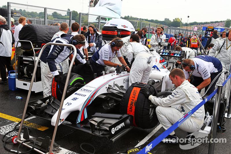 Felipe Massa, Williams FW36 on the grid.