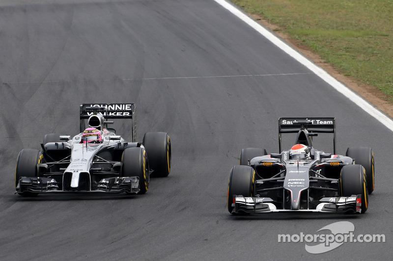 Jenson Button, McLaren F1 Team e Adrian Sutil, Sauber F1 Team