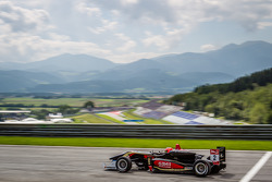 Prema Powerteam车队驾驶达拉拉F312梅赛德斯赛车的埃斯特万·奥孔