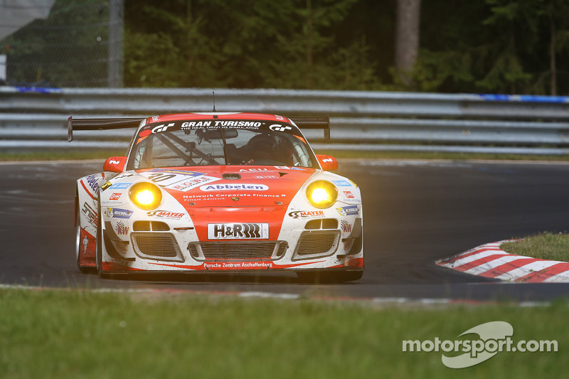 #30 Frikadelli Racing Team Porsche 911 GT3 R: Klaus Abbelen, Sabine Schmitz, Patrick Huisman