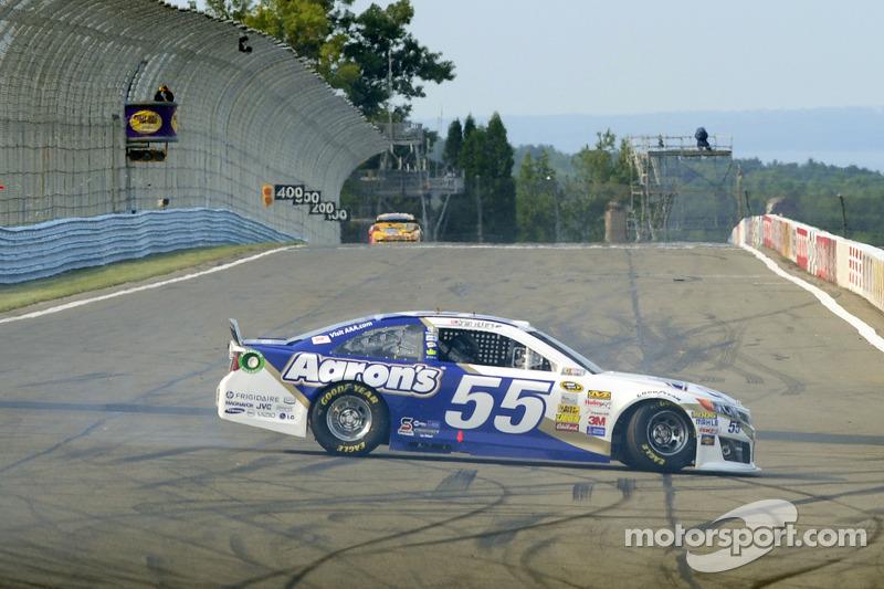 Problemi per Brian Vickers, Michael Waltrip Corsa Toyota