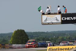 Son tur: #76 Compass360 Racing Subaru WRX STi: Ray Mason, Pierre Kleinubing lider