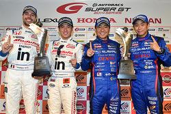 GT500获胜者山本尚贵,弗雷德里克·马克维茨基,GT300获胜者井口卓人,佐佐木大树