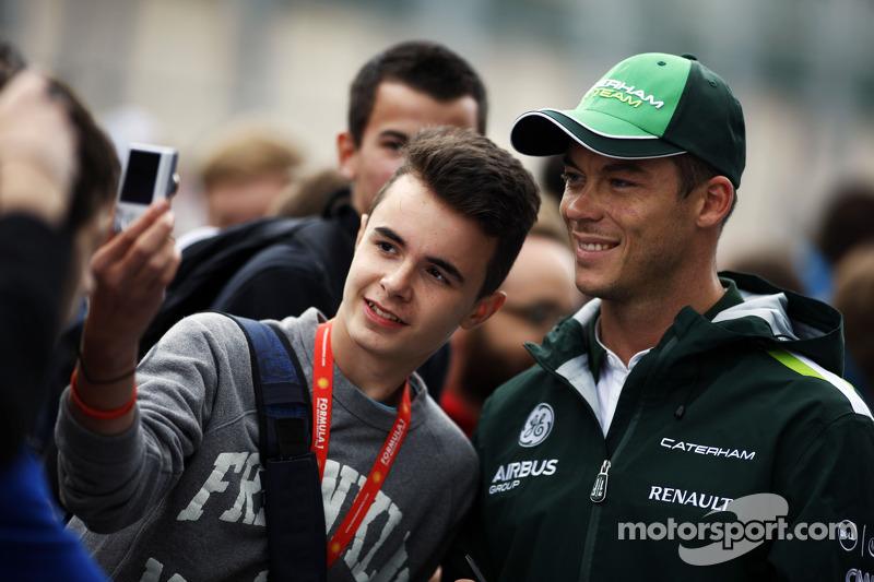 Andre Lotterer, Caterham F1 Team, firma autógrafos para aficionados