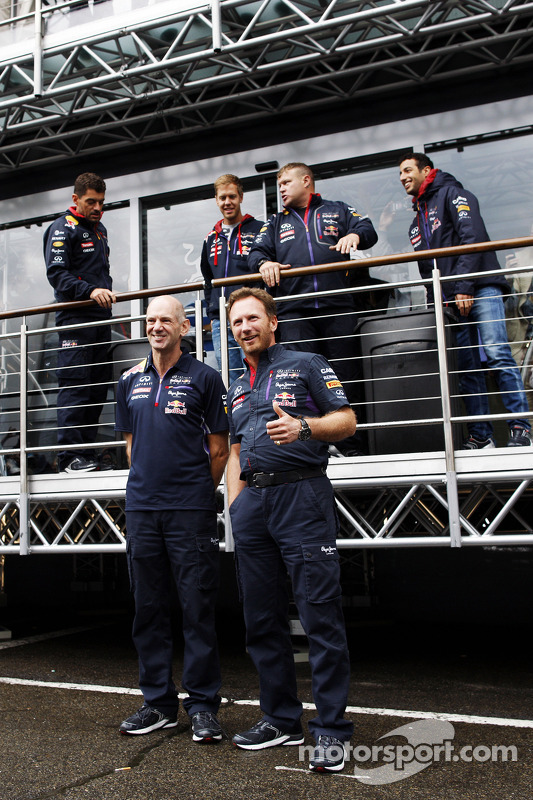 Adrian Newey, engenheiro da Red Bull e Christian Horner, chefe de equipe da Red Bull participam do desafio do balde de gelo, contra a ELA