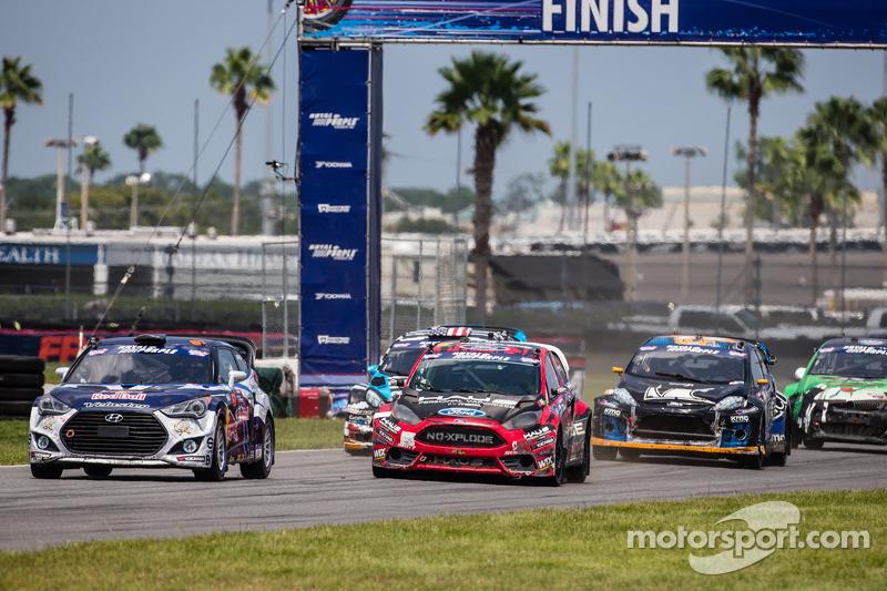 Via: #67 Hyundai / Rhys Millen Racing Hyundai Veloster: Rhys Millen al comando davanti alla #07 SH Racing Rallycross Ford Fiesta ST: Nelson Piquet Jr.