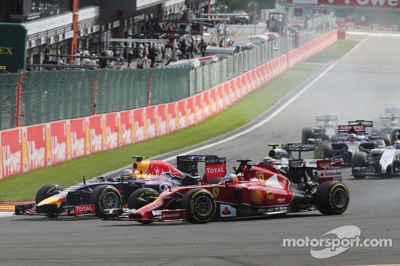 Fernando Alonso, Ferrari F14-T and Daniel Ricciardo, Red Bull Racing RB10 at the start of the race