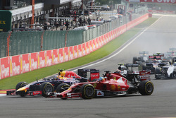 Fernando Alonso, Ferrari F14-T and Daniel Ricciardo, Red Bull Racing RB10 at the start of the race