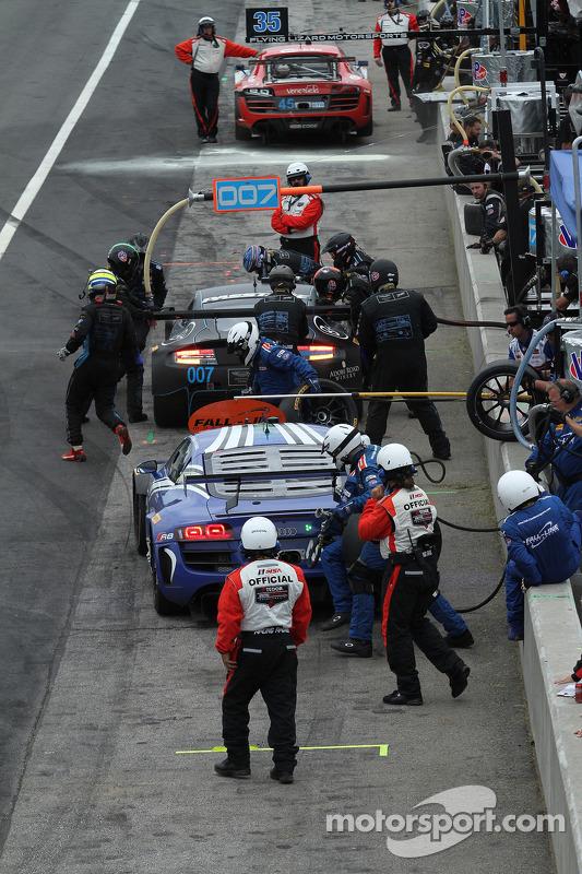 #46 Fall-Line Motorsports Audi R8 LMS: Charles Espenlaub, Charlie Putman fazendo uma parada nos boxe