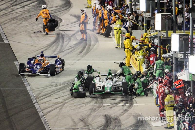 Charlie Kimball, Chip Ganassi Racing Chevrolet ve Carlos Munoz, Andretti Autosport Honda