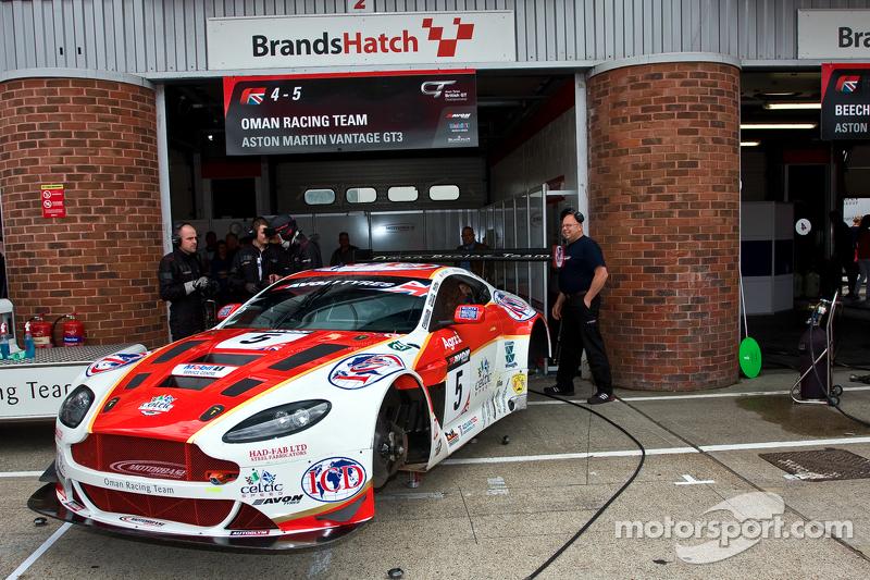 #5 Oman Racing Team 阿斯顿马丁 Vantage GT3: 杰夫·史密斯, Rory Butcher