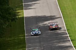 #1 Beechdean AMR Aston Martin Vantage GT3: Andrew Howard Jonny Adam #18 FF Corse Ferrari 458 İtalya GT3: Gary Eastwood, Adam Carroll