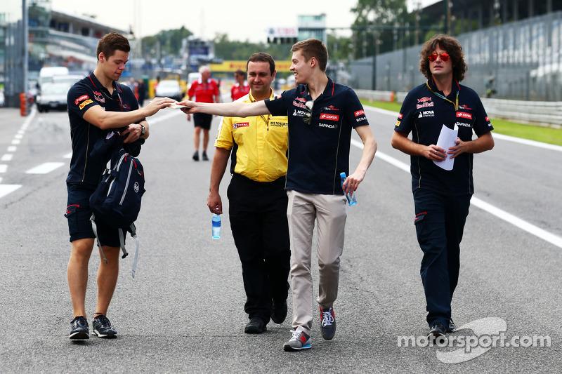 Daniil Kvyat, Scuderia Toro Rosso pistte yürüyor