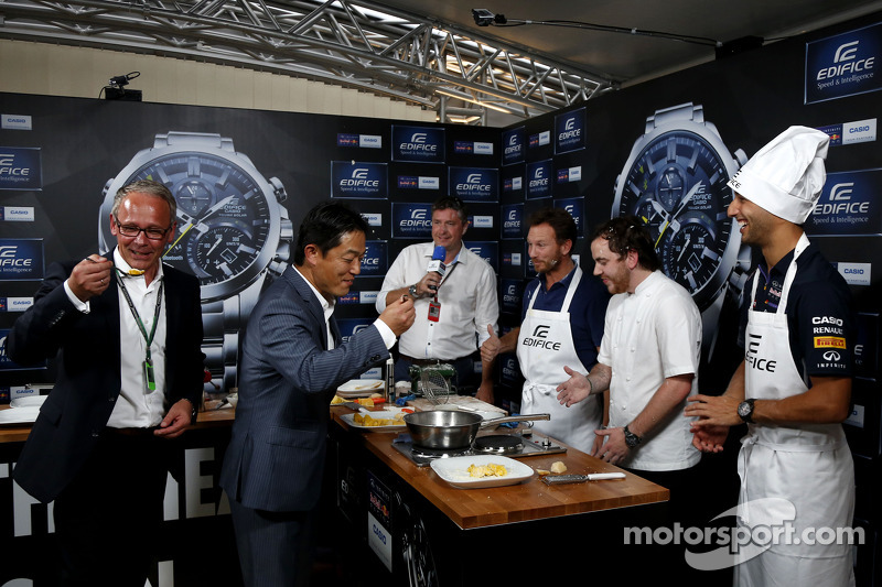 Casio Edifice Lansmanı, Red Bull Enerji İstasyonu'nda, Christian Horner, Red Bull Racing Takım Patronu, Tom Sellers, Michelin-yıldız şefi ve Daniel Ricciardo, Red Bull Racing