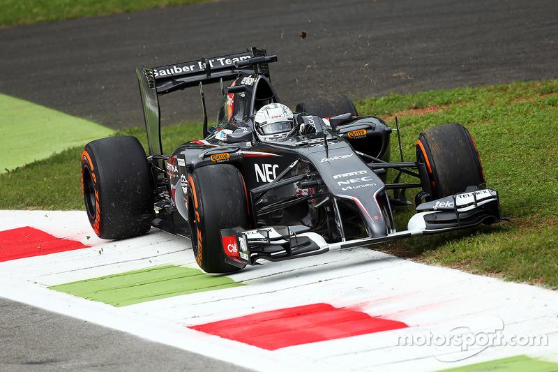 Giedo van der Garde, Sauber C33 Terzo pilota esce di pista