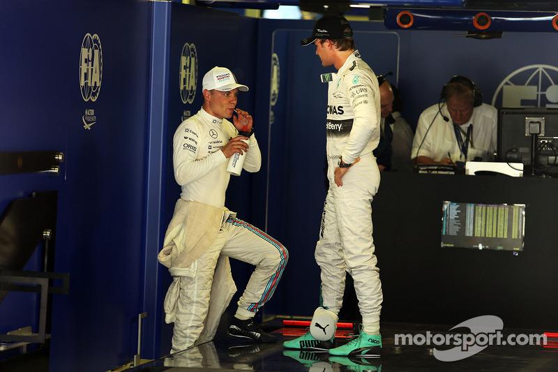 Valtteri Bottas, Williams con Nico Rosberg, Mercedes AMG F1 nel Parco chiuso