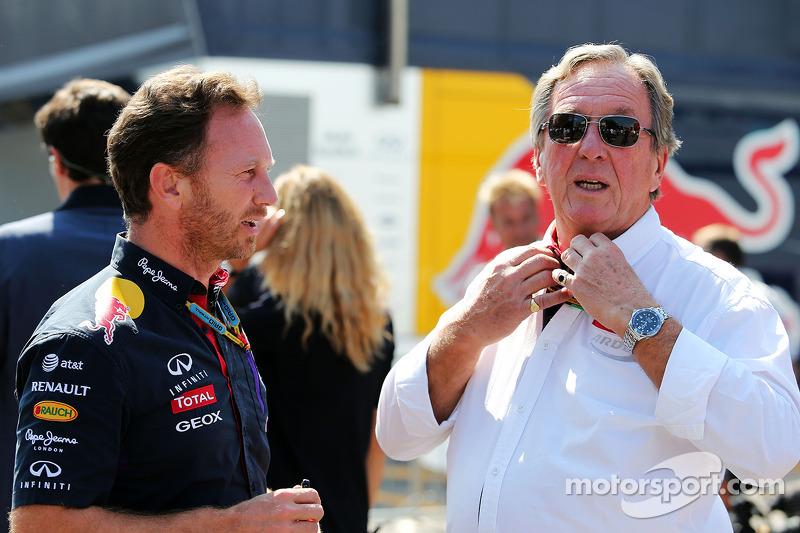 Christian Horner, de Red Bull Racing, director del equipo con su padre Gary Horner, director del equ