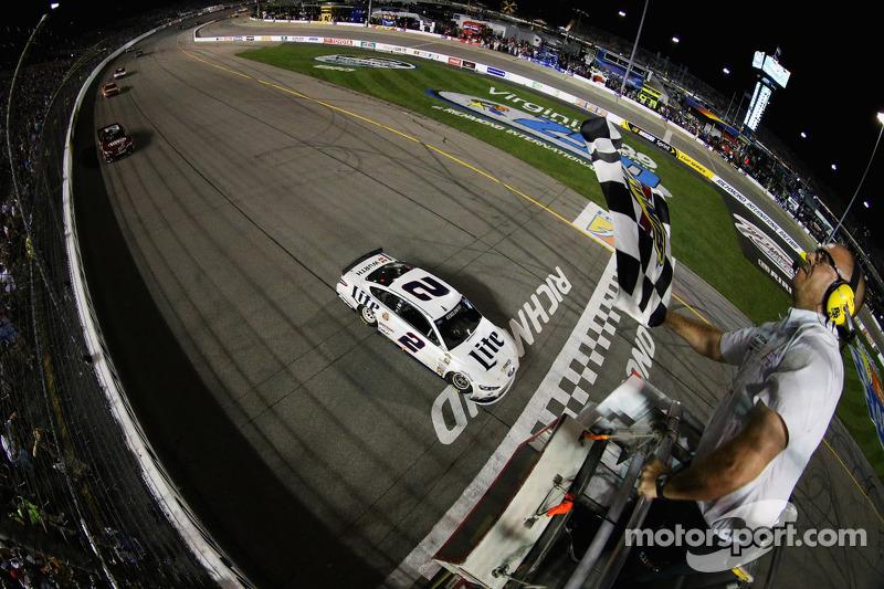 Brad Keselowski, equipo Penske Ford se lleva la victoria