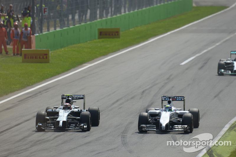 Kevin Magnussen, McLaren MP4-29 y Felipe Massa, batalla Williams FW36 para la posición