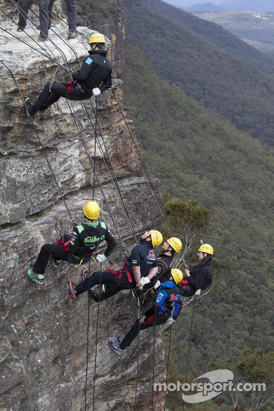 Craig Lowndes, Mark Winterbottom, Scott McLaughlin, Tim Slade, Nick Percat ve David Reynolds Sidney'in batısında yer alan Mavi Dağ'da