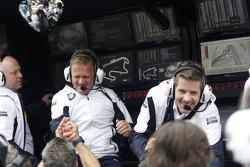 Stefan Reinhold , BMW Team RMG Celebra el campeonato con su equipo
