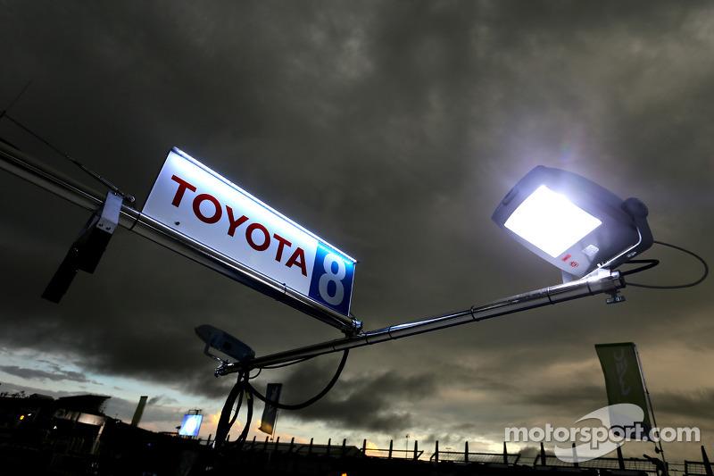 Toyota Hybrid segnaletica