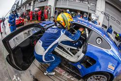 Arrêt au stand - #14 Emil Frey Racing G3 Jaguar: Jonathan Hirschi, Gabriele Gardel, Fredy Barth, Emil Frey