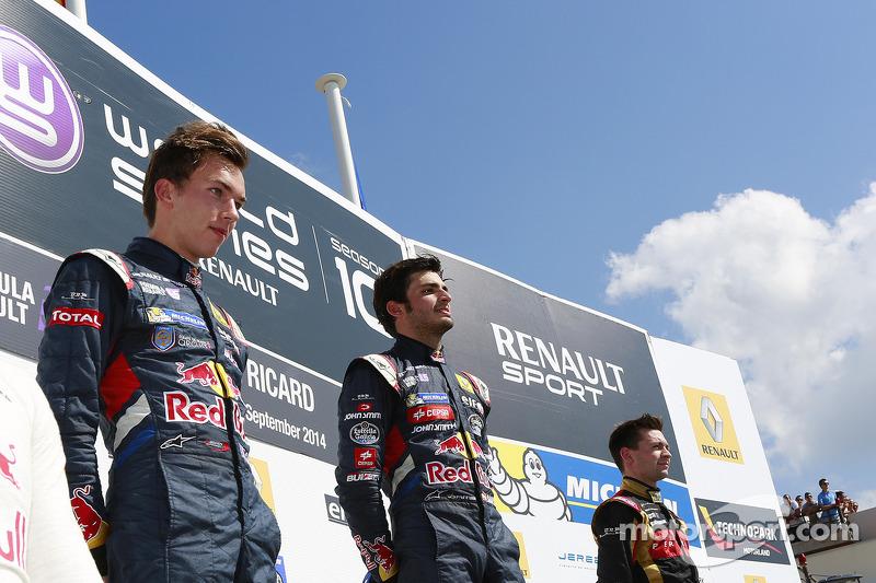 Il vincitore della corsa Carlos Sainz Jr, al secondo posto Pierre Gasly e al terzo Matthieu Vaxiviere