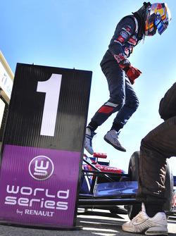 Ganador de la carrera Carlos Sainz Jr.