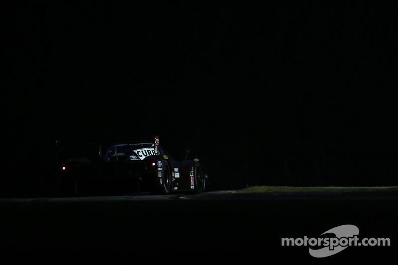 #17 Team Falken Tire, 保时捷 911 GT3 RSR: 沃尔夫·亨泽尔, 布莱恩·塞勒斯, 马可·霍尔泽