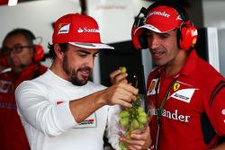 (Soldan Sağa): Fernando Alonso, Ferrari ve Marc Gene, Ferrari Test Pilotu
